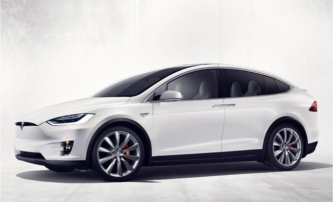 Tesla Model X weiß vorne