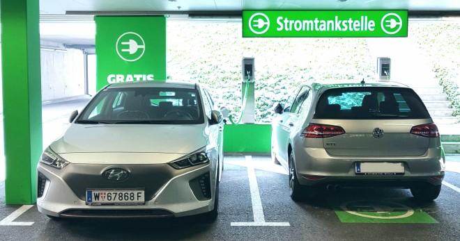 Hyundai-Ioniq-Electric-AC-laden-Stromtankstelle