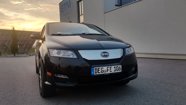 byd e6 Test front sunset black