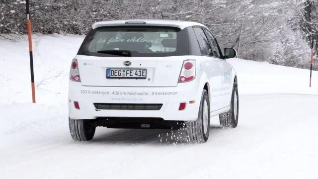 BYD e6 weiss Oesterreich Deutschland Fenecon ecario elektroauto e-auto hinten heck schnee