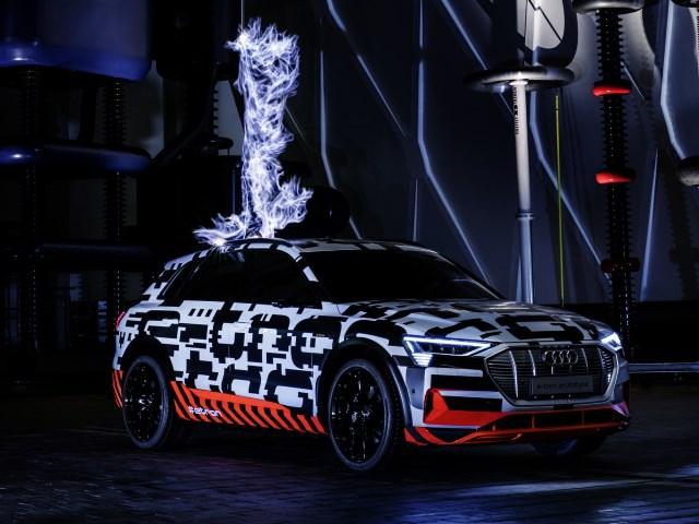 Audi e-tron getarnt erlkönig blitz test versuch stromschlag