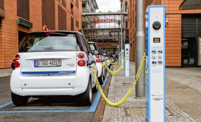 Stromtankstelle Elektroauto Ladestation Elektroauto unterwegs laden