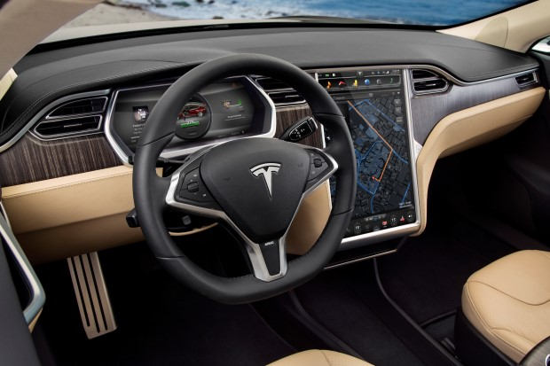 Tesla Model S Cockpit Holz