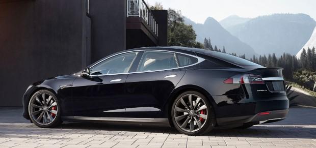Tesla Model S hinten schwarz