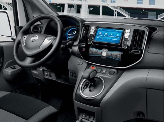 Nissan e-NV200 innen armaturen
