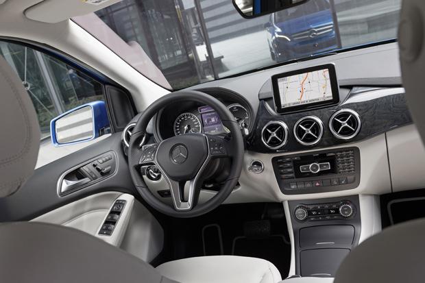 mercedes-b250e_cockpit