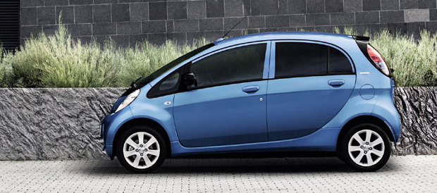 Peugeot_ion_blau_seite
