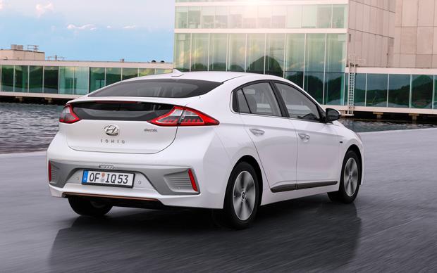 Hyundai ioniq electric weiss-hinten seitlich