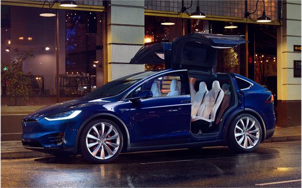 Tesla Model X blau offen