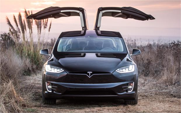 Tesla Model X vorne offen