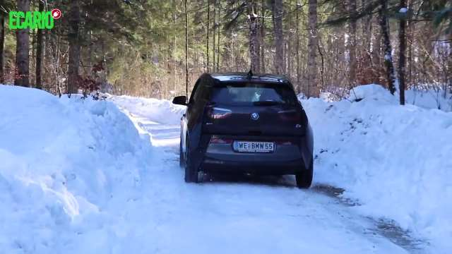 E-Autos im Winter BMW i3 Winter Wintertest Schneefahrbahn Schnee Fahrverhalten Heizung Elektroauto E-Auto Elektromobilität hinten