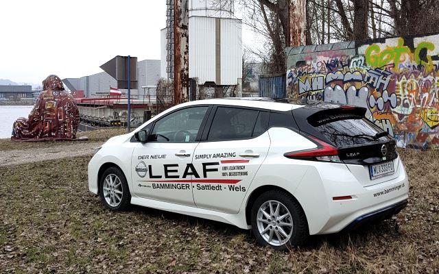 Nissan Leaf 2 heck weiss graffity linz elektroauto