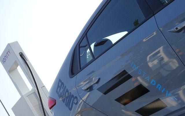 IONITY HPC Schnellladesäule mit Hyundai Ioniq