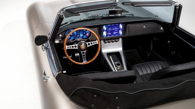 Jaguar E-Type Zero Instruments Instrumente Armaturen Touchscreen