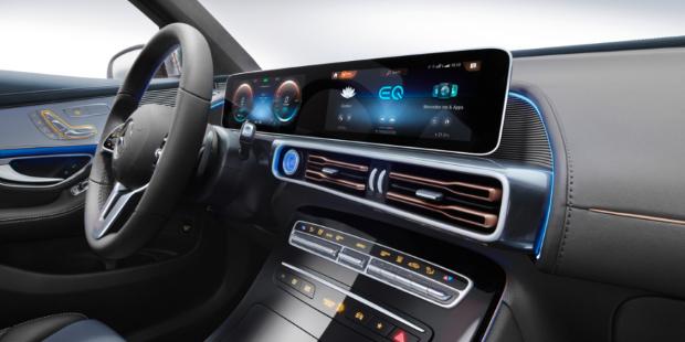 Mercedes Benz EQC Cockpit Armaturen Display