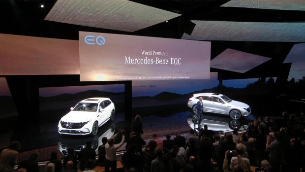 Mercedes-Benz EQC Silber Premiere Bühne