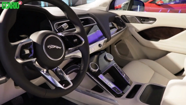 Jaguar I-Pace Innenraum Armaturen Cockpit Sitze