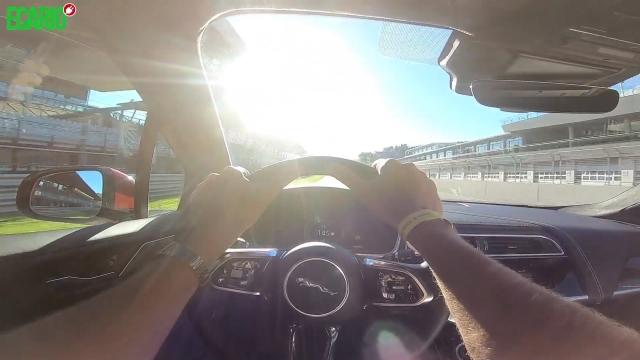 Jaguar I-Pace auf Rennstrecke