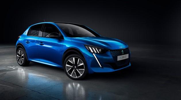 Peugeot e-208 blau schräg vorne clean (Andere)