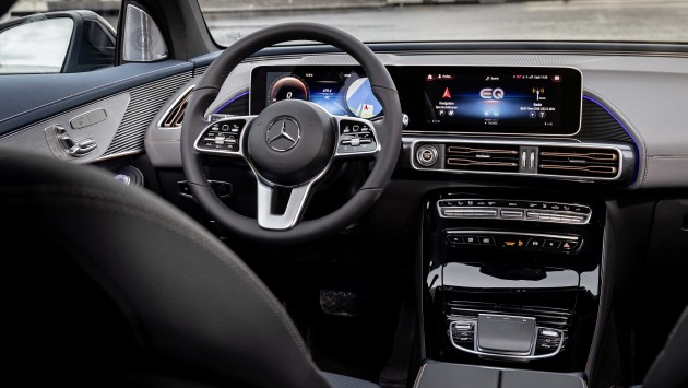 Mercedes-EQC-400-4matic-elektroauto-test-innen-cockpit-armaturen