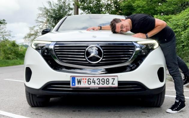 Mercedes EQC 400 4matic elektroauto test vorne weiß ecario motorhaube