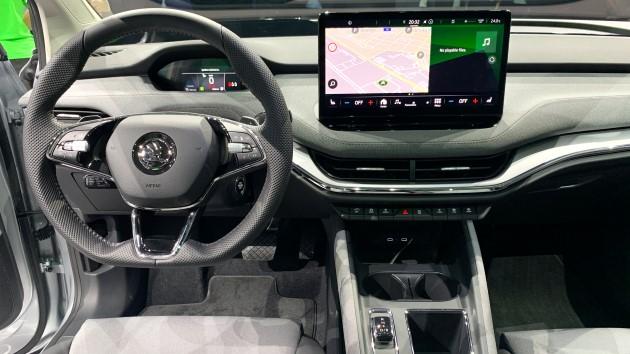 Škoda Enyaq iV Cockpit Stoff Konsole Mittelraumkonsole Display Lenkrad