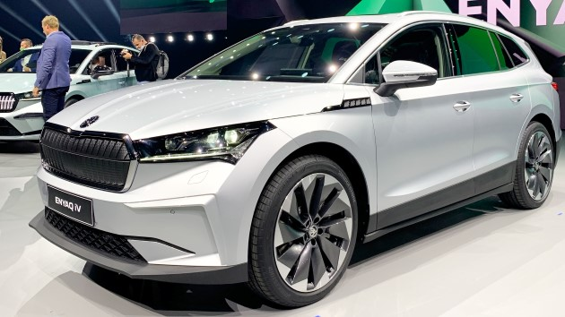 Škoda Enyaq iV silber front vorne