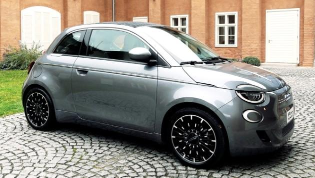 Fiat 500 Elektro La Prima grau vorne schräg